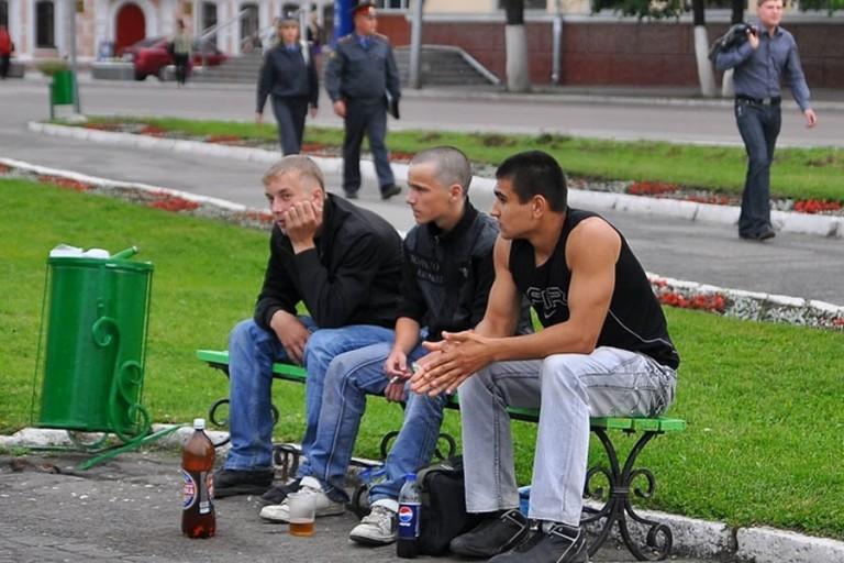 Употребление алкогольных напитков в общественных местах