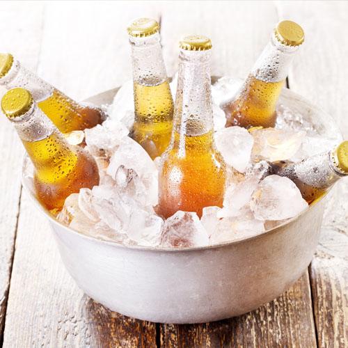Пиво в миске со льдом