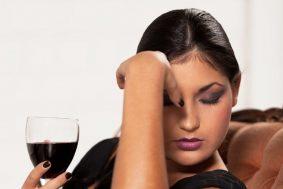 Почему после вина болит голова